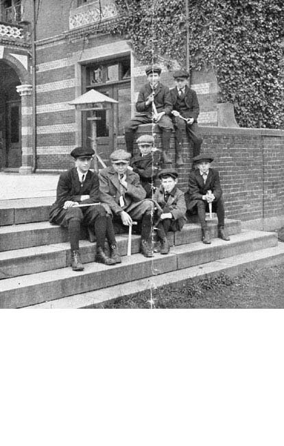 Boys from a geology class at the Children's Museum ready for a field trip led by Robert W. Sayles. Courtesy West Roxbury HS. 1915