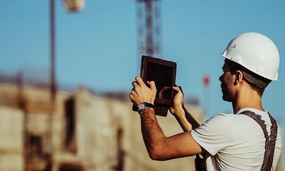 tablet-worker.jpg