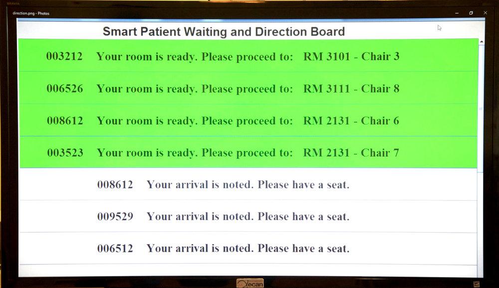 Pizarra del área de recepción para la espera y el llamado de los pacientes