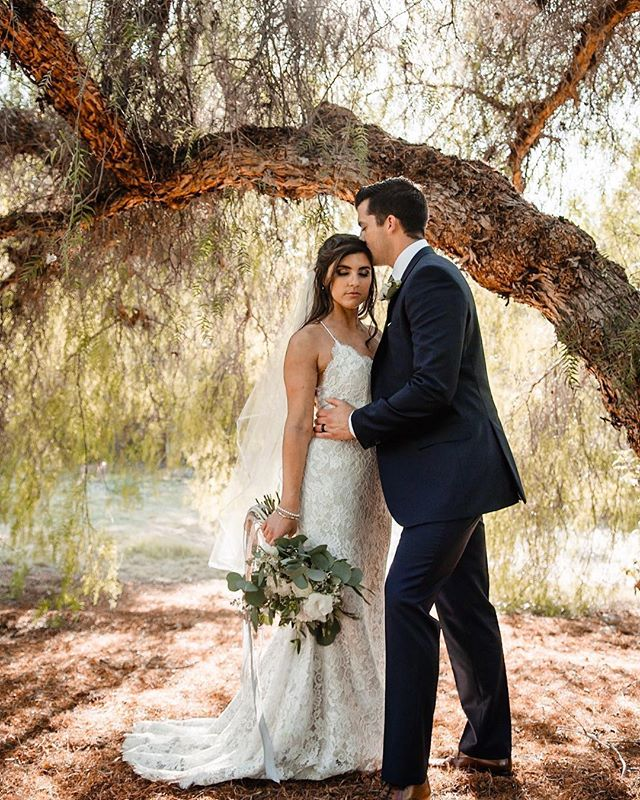 Oak Creek Golf Club is one of the many hidden gems in Orange County. Who else loves these big, amazing trees? 🙋🏼‍♀️ ___ Vendor love 💕  Coordination: @confettiskies  Photography: @brandynmurrayphotography  Venue: @oakcreekgolf  Floral Design: @beautifulsavageflowers  DJ + Lighting: @carcanodj  Cake + Desserts: @threebs_scratchdesserts  Hair + Makeup: @flawlessfacesinc  Officiant: @joeybthatsme  Wedding Dress Designer: @anaisanette  Wedding Dress Boutique: @loveandlacebridalsalon  Bridesmaids Dresses: @showmeyourmumu @mumuweddings  Groom's Attire: @hugo_official  Invitation: @minted @mintedweddings . . . . #confettiskies #oakcreekgolfclub #irvinewedding #ocwedding #fbf #fashionfriday