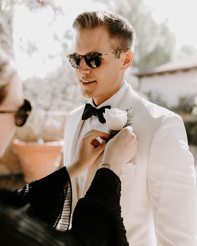 Boutonnière pinning is just one detail we cover on your wedding day ___ Vendor love 💕  Planning + Design: @confettiskies  Photography: @emmahopp  Floral Design: @oliviasmum  Venue + Catering: @oakcreekgolf  Videography: @visioneermedia  DJ: @partytimepro  Cake + Desserts: @simplysweetcakery  Officiant: @jonkristweddings  Hair: @audratonghair  Makeup: @theeocmua  Chairs: @brighteventrentals  Draping + Lighting + Dance Floor: XL Entertainment Systems Specialty Linens: @luxe_linen  Invite + Stationery: @pirouettepapercompany  Wedding Dress: @panachecostamesa  Bridesmaids Dresses: @lulus  Groom's Attire: Custom Men's Attire: @friartux . . . . #confettiskies #oakcreekgolfclub #irvinewedding #oakcreek #irvine #mcm