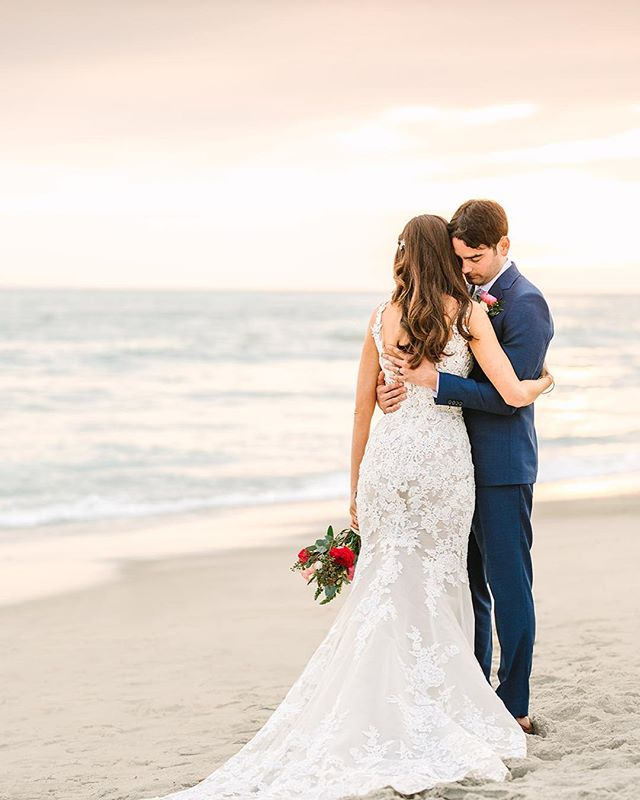 A little sunset photo magic to pretty up your Monday! ___ Vendor love 💕  Coordination: @confettiskies  Photography: @marycostaphoto  Hair + Makeup: @beautyandthebeach.oc  Venue: @olehansonbeachclub  Dress: @blushbridalcouture  Suit: @indochino  Floral Design: @beautifulsavageflowers  DJ: @voxdjs @tregothedj  Catering: @24carrotscatering  Specialty Rentals: @sundrop_vintage  Cake: @susiecakesbakery  Videography: Mint Weddings . . . . #confettiskies #olehanson #sanclementewedding #sanclemente #beachwedding #sunsetphoto