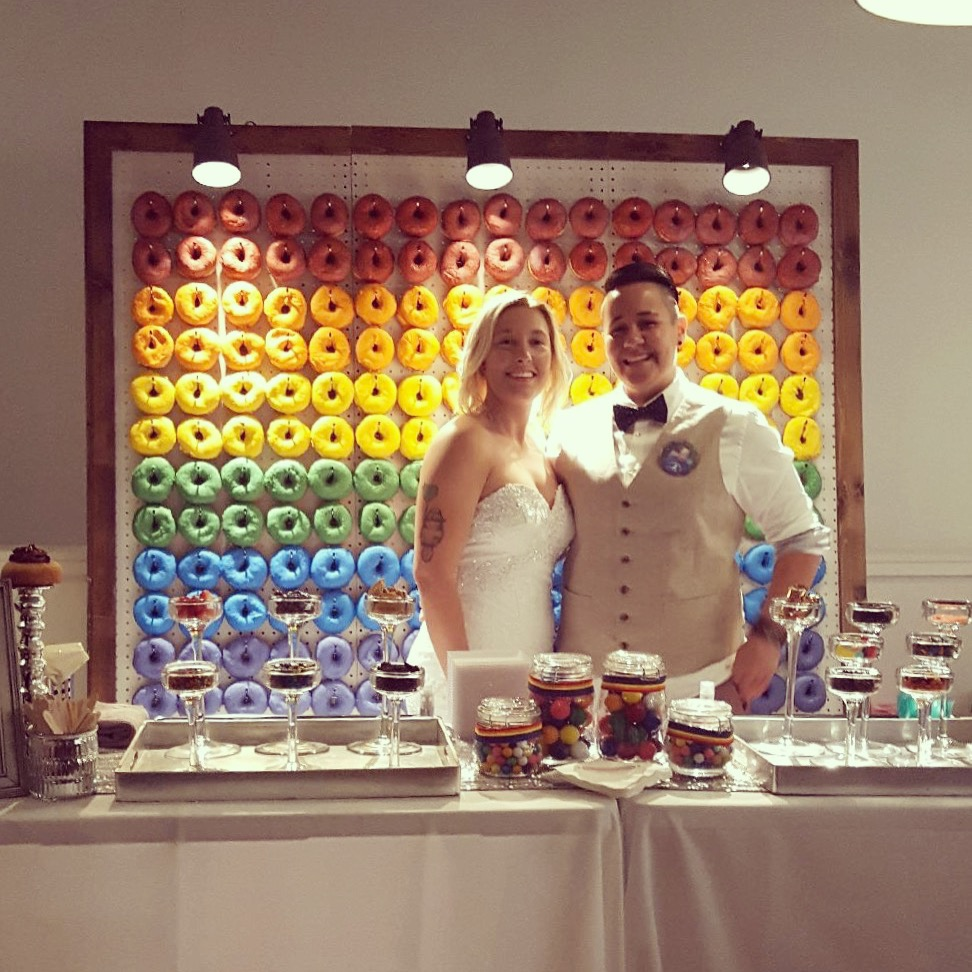 cupcakebar_doughnutwall_weddings_austin.jpg