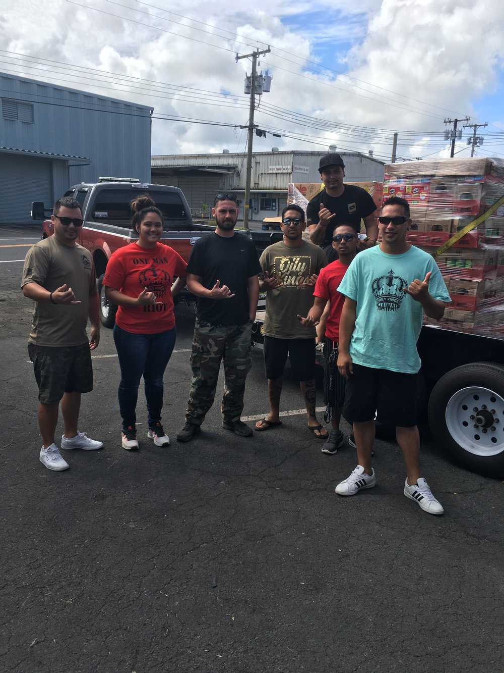 Volunteers for Puna Emergency Relief at The Food Basket