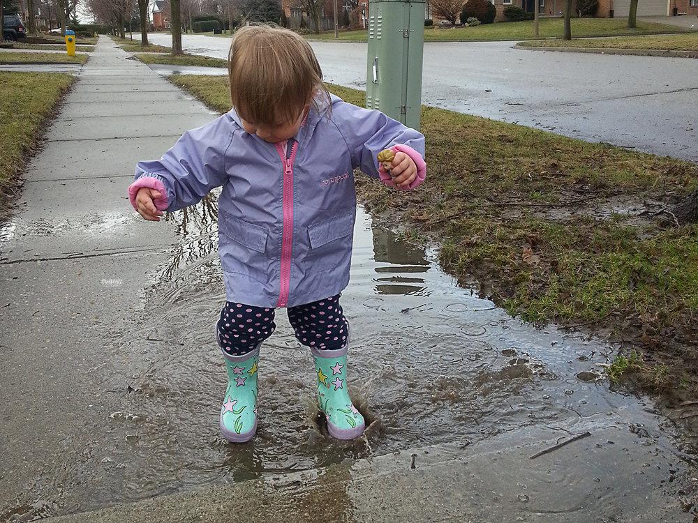 rain-puddle-lifestyle-photography-waterloo