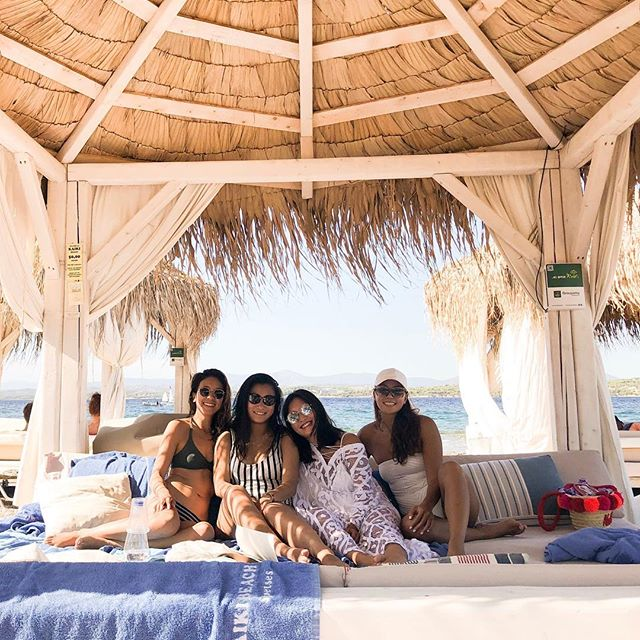 """The best kind of friendships are fierce lady friendships where you aggressively believe in each other, defend each other and think the other deserves the world."" #💌 #theoliveyogi #wanderlust #travel . So much love for this bunch 💕"
