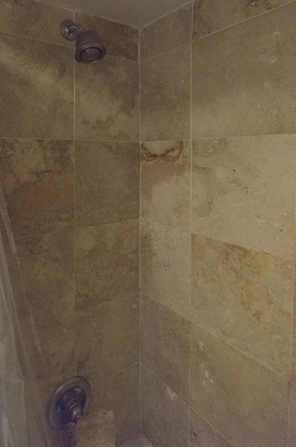 710 Wash 1 bed bath shower.jpg