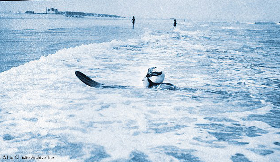 Agatha Christie Surfing. Hawaii. The Christie Archive_big_2.jpg