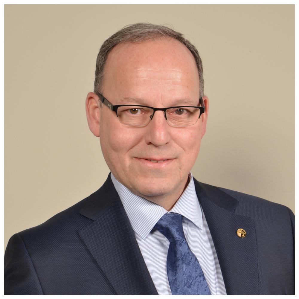 Alain Croteau - Directeur du District 5,Syndicat des MétallosAlain Croteau a été nommé par le Conseil exécutif international du Syndicat des Métallos en tant que directeur québécois en décembre 2015.Alain est un métallo de longue date, ayant commencé sa carrière chez Mitchell Aerospace en 1978. Il est élu pour la première fois en 1983 comme officier et rejoint le Syndicat des Métallos à plein temps en 1994, au poste de vice-président de sa section locale 8990. Il a ensuite été représentant syndical, puis coordonnateur du bureau régional de la Côte-Nord à Sept-Îles et enfin adjoint au directeur québécois Daniel Roy en 2014 avant d'en prendre la succession.Il occupe le poste de vice-président FTQ et il est aussi administrateur au conseil d'administration du Fonds de Solidarité FTQ et également à la Commission des normes, de l'équité et de la santé et de la sécurité du travail (CNESST).