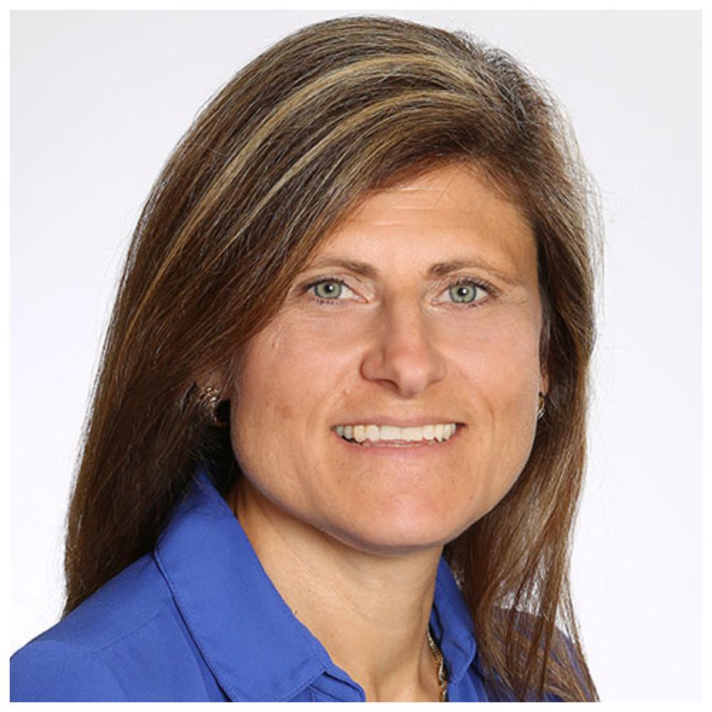 Eva Carissimi - Présidente et chef de la direction, CEZincEva Carissimi, présidente et chef de la direction de Zinc électrolytique du Canada limitée, compte près de 30 ans d'expérience dans le domaine de la métallurgie et de la gestion stratégique d'entreprise.Animée par les défis, cette diplômée en génie métallurgique de l'Université McGill a débuté sa carrière professionnelle en Abitibi à la Fonderie Horne, en 1989. Elle est nommée directrice des opérations en 2003 et en 2005 elle est mutée à Sudbury, en Ontario, où elle a occupé divers postes de direction au niveau de la Fonderie et de la Mine Craig.En décembre 2011, elle s'est vue décerner un prix parmi les 100 femmes les plus influentes au Canada dans la catégorie « Pionnières et créatrices de tendances ». Ce prix, remis par le Réseau des femmes exécutives, lui a été décerné pour son engagement communautaire et ses accomplissements professionnels.En 2012, elle accepte un poste de direction pour Zinc électrolytique du Canada limitée (« CEZinc »). CEZinc est la deuxième affinerie de zinc en importance en Amérique du Nord et la première dans l'est de l'Amérique du Nord, où se trouve la majorité de ses clients.Avec près de 535 employés, CEZinc représente le plus grand employeur privé de la région de Salaberry-de-Valleyfield et est reconnue comme un employeur de choix qui contribue au développement et au mieux-être de sa communauté.Le Fonds de revenu Noranda est propriétaire de CEZinc. Le Fonds de revenu Noranda est une fiducie de revenu dont les parts sont inscrites à la Bourse de Toronto.