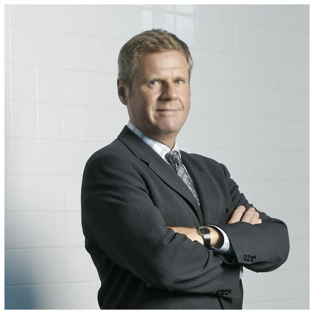 Jason Myers - Président-directeur général,Next Generation Manufacturing CanadaSa carrière a couvert les mondes de l'industrie, du gouvernement et de la recherche. Économiste d'affaires primé et ancien PDG de l'Association des manufacturiers et exportateurs du Canada et président de la Coalition des manufacturiers du Canada, il a été reconnu comme l'une des personnes ayant le plus d'influence sur les politiques publiques au Canada, particulièrement dans les domaines du commerce international et de l'évolution industrielle et technologique. Il a occupé des postes de chargé de cours et de chercheur à l'Université d'Oxford et à l'Université de Warwick. Il est également directeur de son propre cabinet-conseil qui aide les organisations à identifier et gérer les opportunités découlant des changements qui remodèlent l'industrie et les affaires internationales.Next Generation Manufacturing Canada est une société sans but lucratif dirigée par l'industrie qui se consacre à la création de capacités de fabrication de pointe au Canada et l'organisation qui est responsable de diriger l'initiative de Supergrappe de la fabrication de pointe du gouvernement du Canada.
