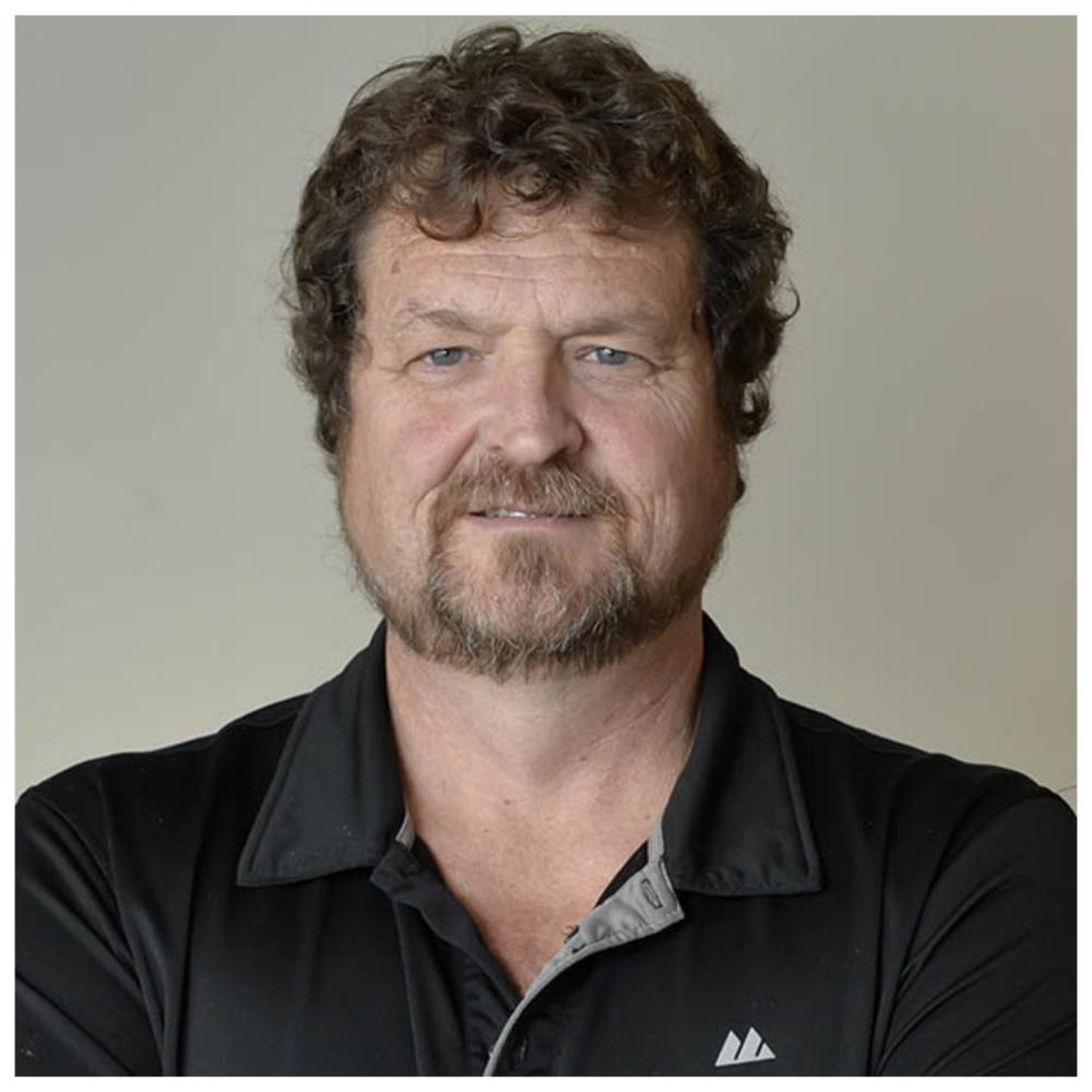 Louis Bégin - Président, Fédération de l'industrie manufacturière (FIM - CSN)Louis a œuvré dans le secteur des pâtes et papiers pour l'entreprise Cascades pendant 25 ans. Élu comme représentant à la prévention pour représenter les travailleuses et travailleurs, il occupa le poste pendant 20 ans. En 1990, il devient formateur en santé-sécurité au travail et environnement pour la CSN. De 2013 à 2015, il se joint au comité de santé-sécurité, environnement de la Fédération de l'industrie manufacturière (CSN). Il représente la fédération aux différents comités de recherche de l'IRSST, chez différentes associations sectorielles paritaires (ASP) et également chez différents comités sectoriels de main d'œuvre (CSMO).En 2015, il devient vice-président santé-sécurité et environnement à la FIM. En 2016, il est nommé à la première vice-présidence de la fédération. Lors du congrès de juin 2018, les congressistes l'élisent au poste de président de la Fédération de l'industrie manufacturière (CSN).