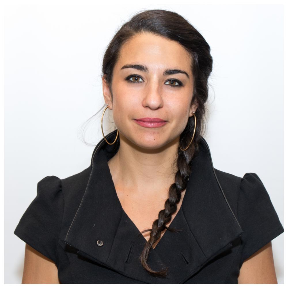 Mia Homsy - Directrice, Institut du QuébecDepuis sa fondation en février 2014, Mia Homsy est directrice générale de l'Institut du Québec (IdQ), un institut de recherche socioéconomique issu d'un partenariat entre le Conference Board du Canada et HEC Montréal.Avant d'assumer la direction de l'IdQ, elle a notamment occupé le poste de directrice de cabinet adjointe pour le ministre du Développement économique et le ministre des Finances du Québec, en plus d'agir à titre de principale conseillère économique du chef de l'opposition officielle. Responsable de la coordination du processus budgétaire et de l'élaboration du contenu à plusieurs reprises, de la négociation du règlement de l'harmonisation des taxes de vente avec le gouvernement fédéral, des relations fédérales-provinciales et de plusieurs dossiers majeurs en matière de ressources naturelles, de santé et d'éducation, Mme Homsy a acquis une connaissance approfondie des finances publiques et du fonctionnement de l'État québécois.Elle est détentrice d'une maîtrise en gestion internationale de HEC Montréal et d'un baccalauréat de l'Université de Montréal en développement international. Mme Homsy est également chroniqueuse invitée pour le journal Les Affaires et la revue Gestion de HEC Montréal. Elle est présidente du Congrès 2018 de l'Association des économistes québécois.Elle siège au sein de plusieurs conseils d'administration dont celui de Transition Énergétique Québec, société d'État sous la responsabilité du ministre de l'Énergie et des Ressources naturelles, ainsi que celui de la Vitrine culturelle.Elle continue aujourd'hui à s'intéresser de près aux finances publiques et à l'avancement socioéconomique du Québec et est fréquemment sollicitée à titre de consultante en ces matières.