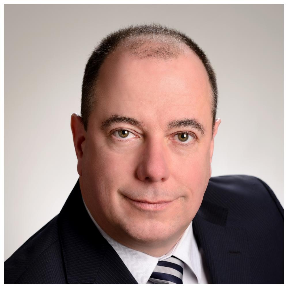 Marc Savard - Président, Fonderie SaguenayGradué de de l'École Polytechnique de Montréal en génie mécanique, Marc Savard a toujours œuvré dans le monde de la fonderie depuis 1989.Il a commencé sa carrière aux ventes chez Fonderie Saguenay et acquiert une participation minoritaire dans l'entreprise en 1993. Nommé directeur des ventes en 2003, il continue de servir sa clientèle nord-américaine.Marc fût nommé président de l'entreprise et devient partenaire principal en 2009 lors du départ à la retraite de M. Réjean Dubuc. Co-inventeur de Nopatech, une technologie de moulage sans modèle, Marc s'assure de développer l'entreprise par le maintien d'une vision forte et porteuse dans un monde en constante évolution.En 2017, il acquiert avec son groupe d'actionnaires la fonderie TMA, spécialisée en moulage de courtes séries et de prototypes en magnésium et Aluminium. Cette acquisition renforce la position dominante du groupe sur cette spécialité.Marc est aussi Directeur National et trésorier de l'association des fonderies canadiennes.