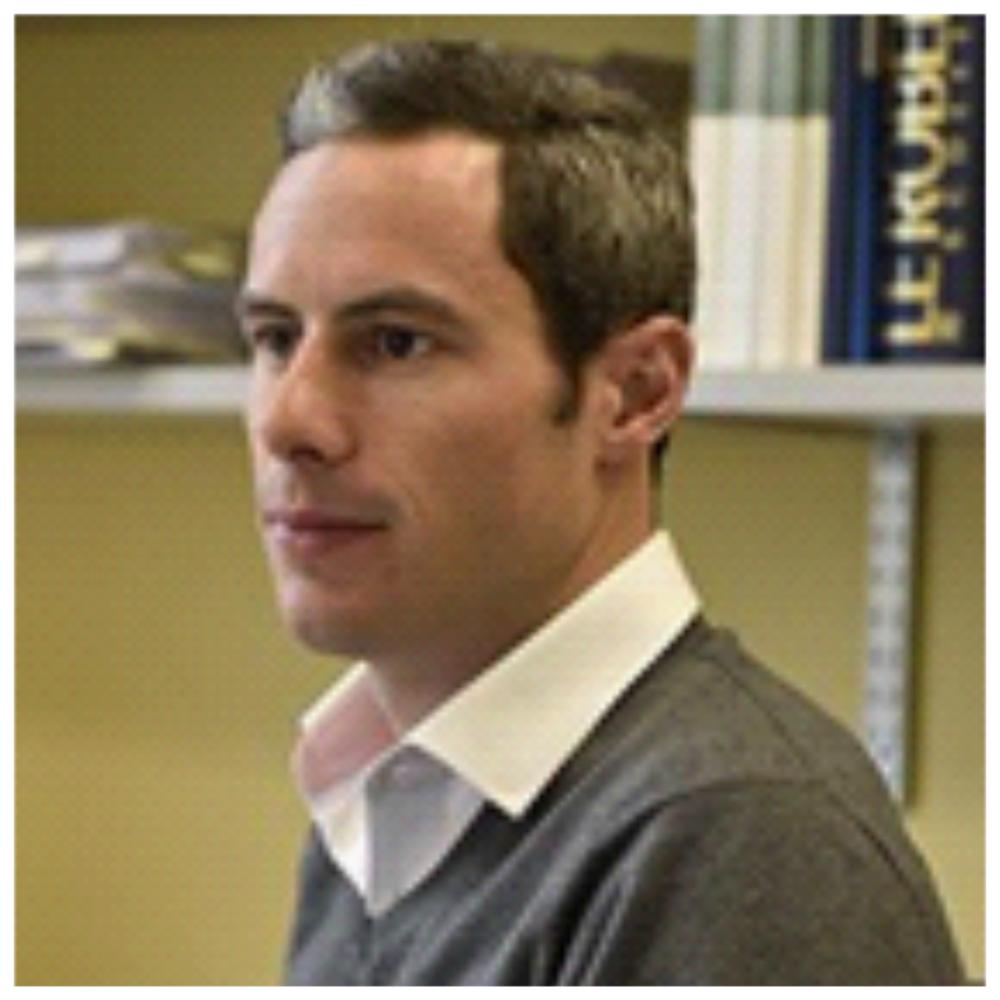 Matthieu Pelard - Analyste économique et chercheur associé au Centre de recherche interuniversitaire sur la mondialisation et le travail (CRIMT)Matthieu Pelard s'intéresse au rôle de la main-d'œuvre et de la concertation sociale dans le développement économique régional et les transformations technologiques. Spécialiste du développement de la main-d'œuvre et du rôle des institutions dans le marché du travail, il développe actuellement un chantier de recherche sur les impacts de l'économie digitale dans plusieurs secteurs, dont l'éducation, la santé et les services automobiles.