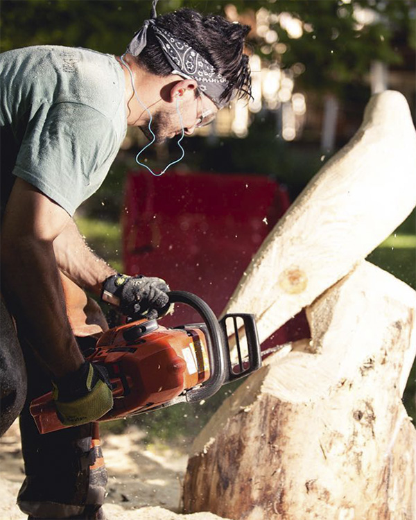 whcc__0002_travis_carving02.jpg.jpg