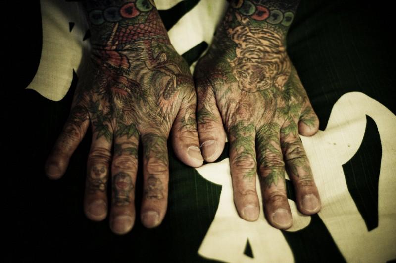 Yakuza Hand Tattoo, Tebori
