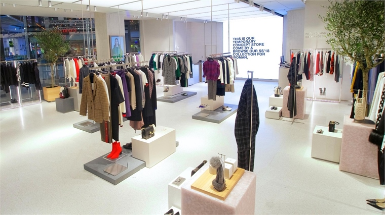 Zara click & collect showroom