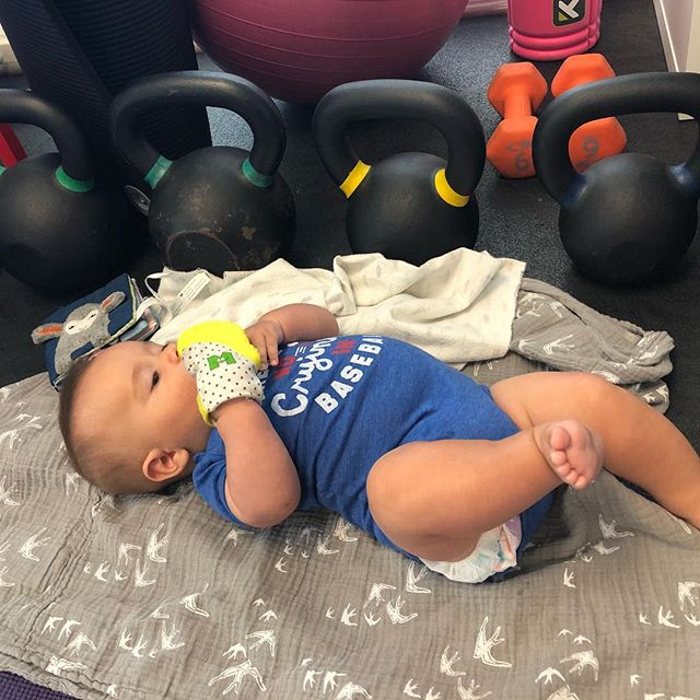 """Mom, I'll just hang here by the kettle bells while you get your BIRTHFIT on 👌🏻"" @carasays these little babes always brighten up my day ♥️ #birthfitbaby"