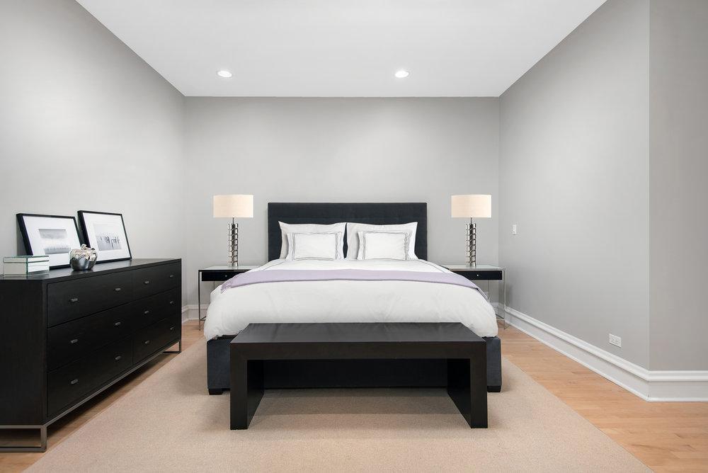 13. Master Bed.jpg
