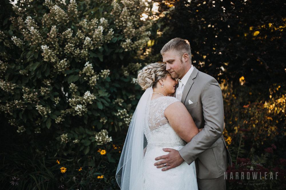 bride-groom-florian-gardens-summer-wedding-wisconsin-120.jpg