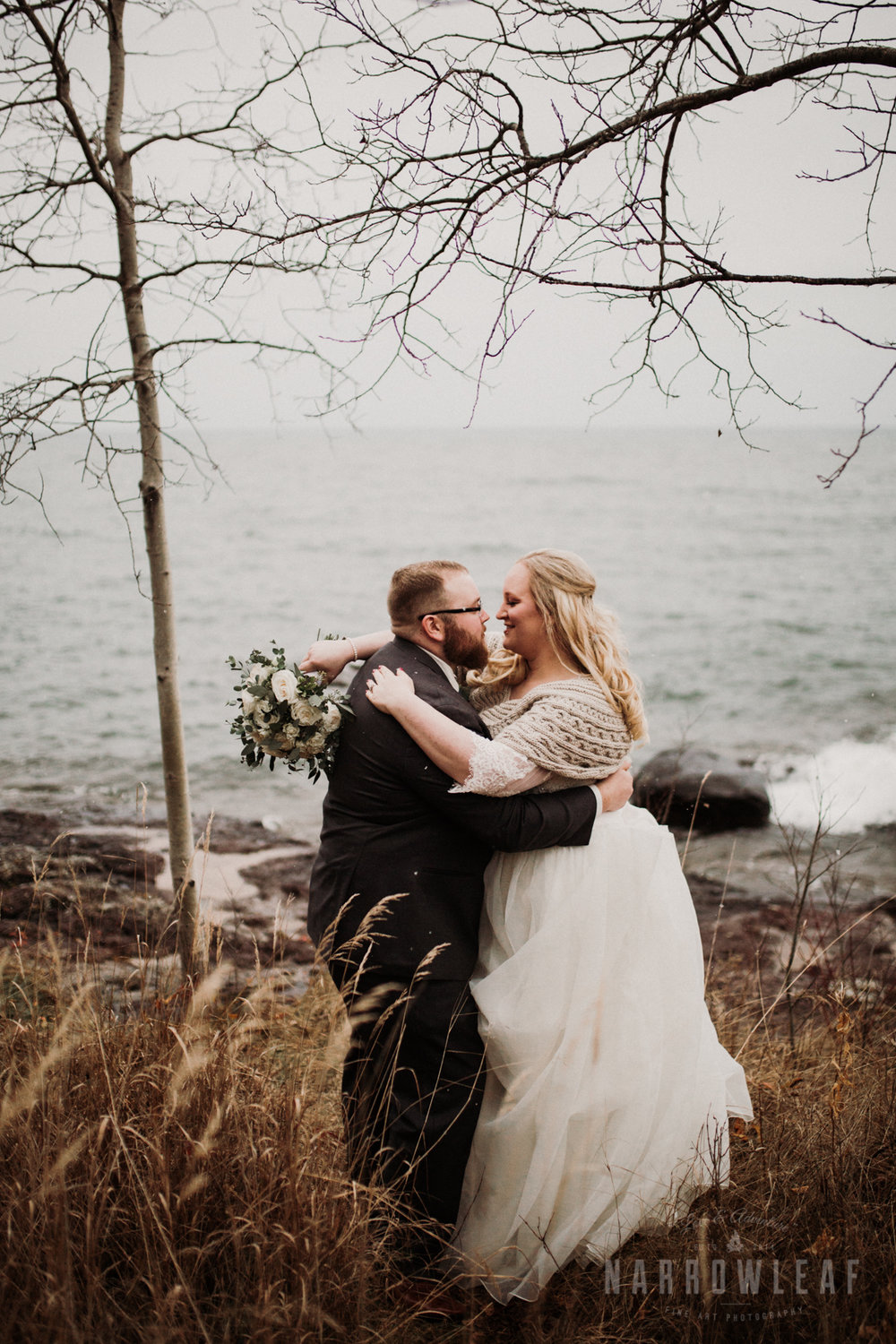 lake-superior-elopement-couple-romantic-tofte-mn-adventure-fall-17.jpg