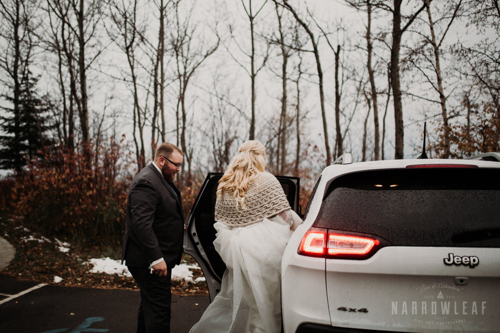 lake-superior-elopement-couple-romantic-tofte-mn-adventure-fall-20.jpg
