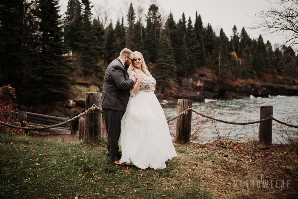 lake-superior-elopement-couple-romantic-tofte-mn-adventure-fall-21.jpg