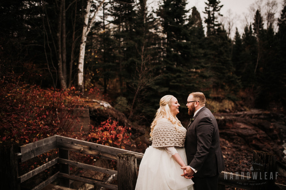 lake-superior-elopement-couple-romantic-tofte-mn-adventure-fall-26.jpg