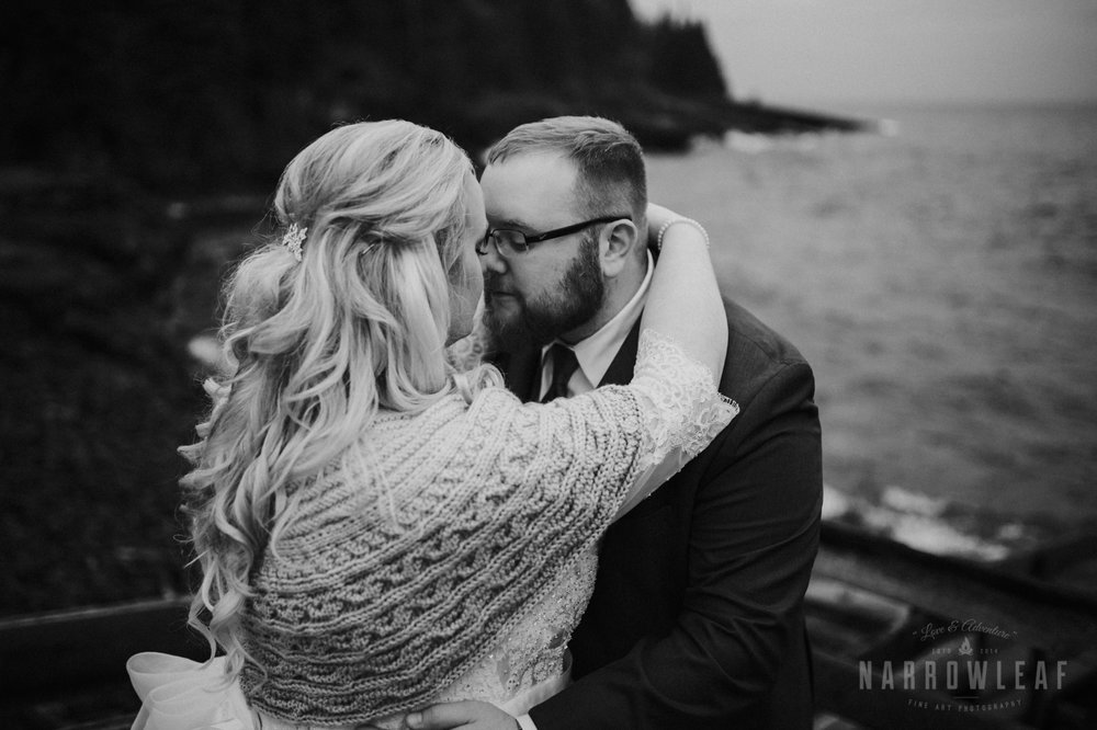lake-superior-elopement-couple-romantic-tofte-mn-adventure-fall-28.jpg