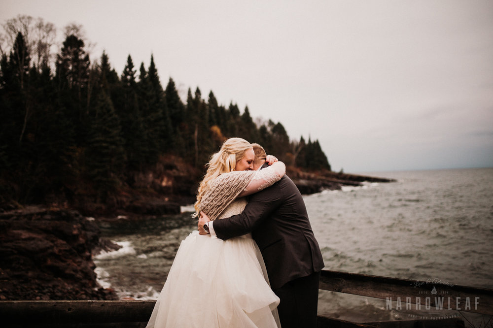 lake-superior-elopement-couple-romantic-tofte-mn-adventure-fall-29.jpg