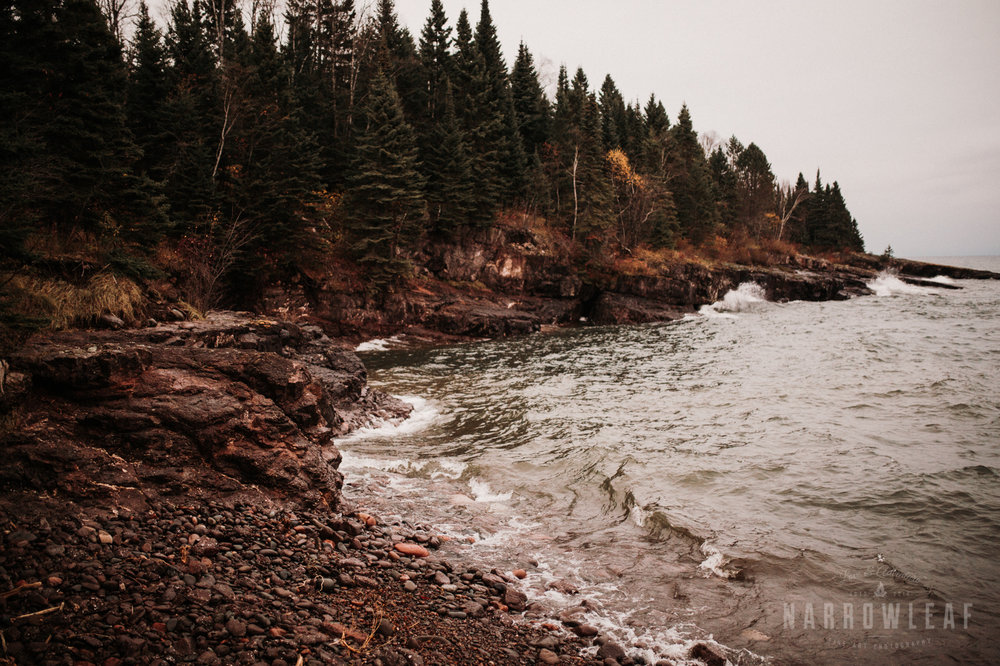 lake-superior-elopement-couple-romantic-tofte-mn-adventure-fall-31.jpg