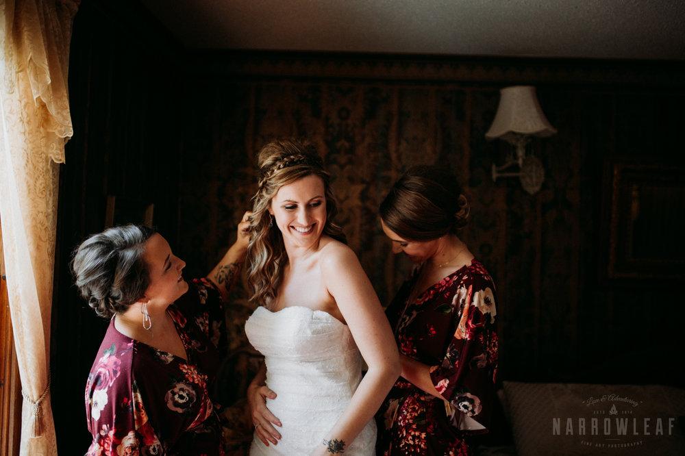 bayfield-wi-wedding-bride-getting-in-her-dress-300.jpg