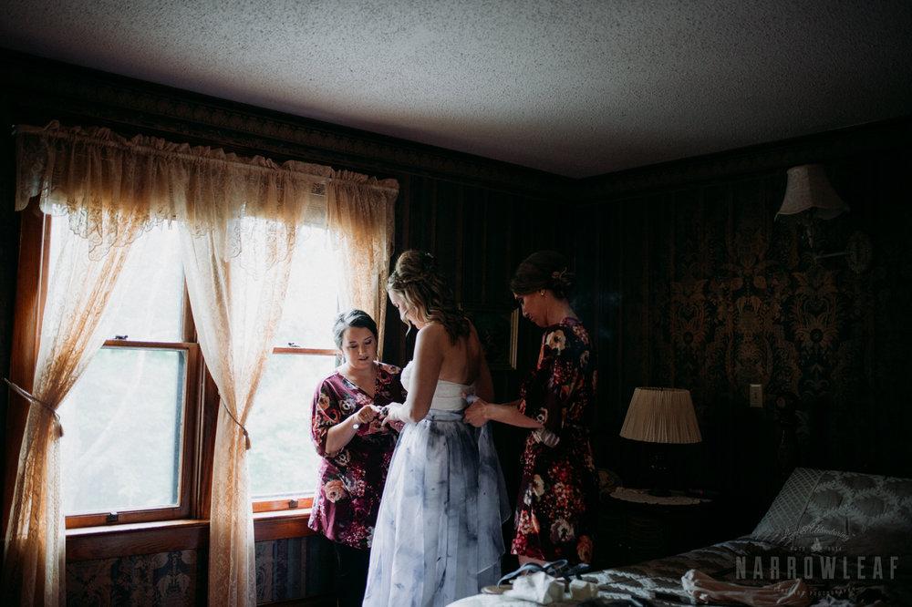 bayfield-wi-wedding-bride-getting-in-her-dress-302.jpg