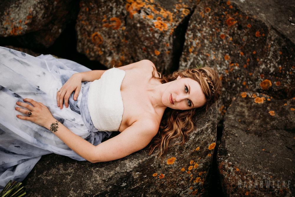 bayfield-wi-lake-superior-wedding-moody-styled-bride-photos-13.jpg