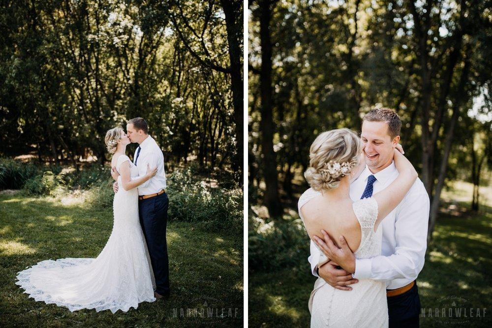 farm-wedding-bride-groom-photos-in-south-haven-mn-011-012.jpg