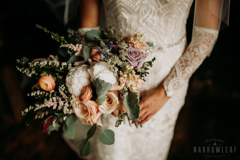 classy-bride-wedding-details-the-hidden-meadow-and-barn-pepin-wi-18.jpg