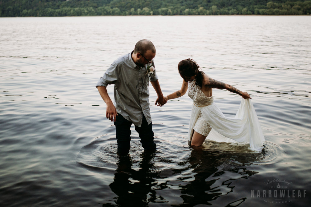 minnesota-outdoor-wedding-elopement-NarrowLeaf_Love_&_Adventure_Photography-42.jpg