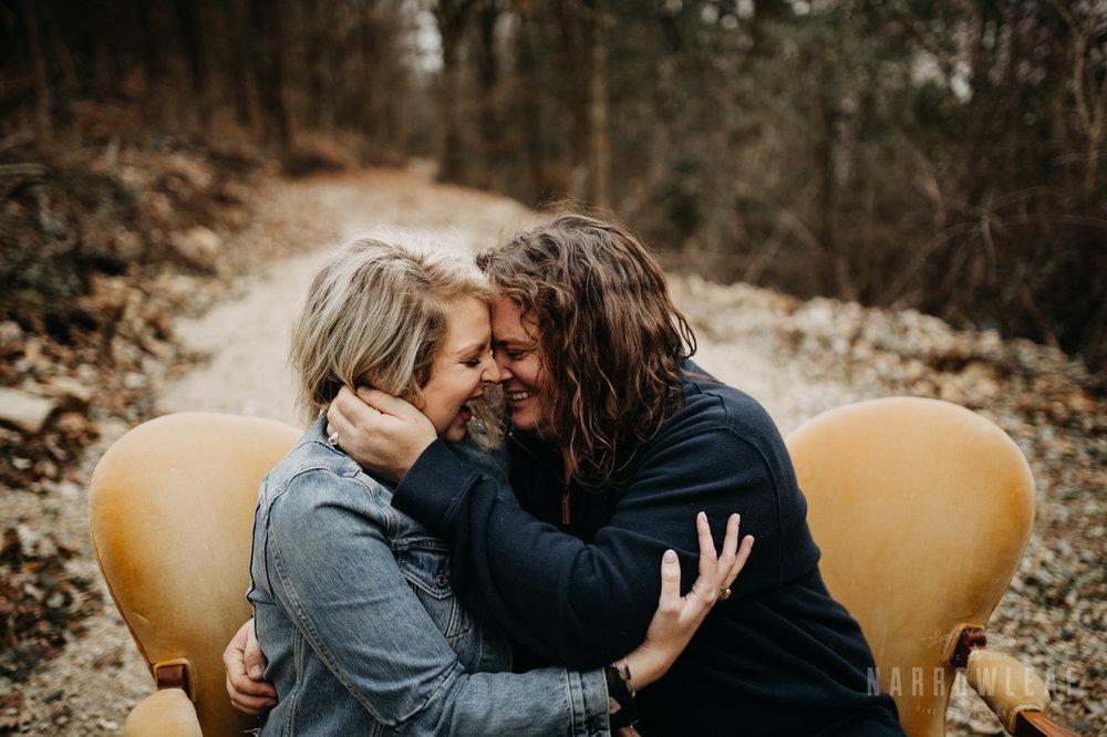 fall-engagement-couple-photos-prescott-wi-narrowleaf-photography-12.jpg