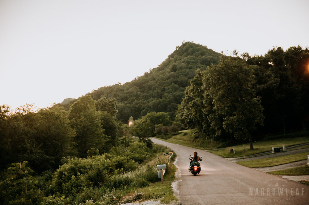 Trempealeau-wi-moody-engagement-motorcycle-NarrowLeaf-love-and-adventure-Photography-12.jpg