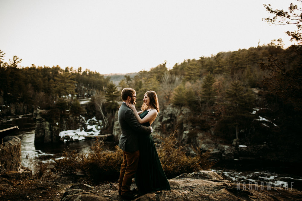 Spring-moody-wisconsin-woodsy-elopement-NarrowLeaf_Love_&_Adventure_Photography-9267.jpg