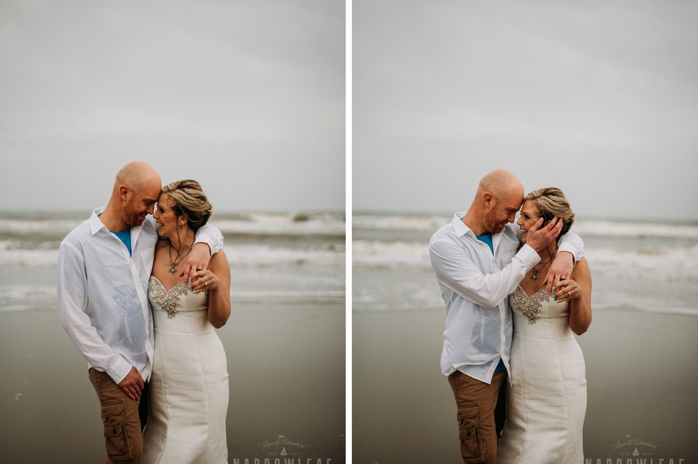 south-carolina-folly-beach-moody-destination-bride-groom-photos-031-032.jpg