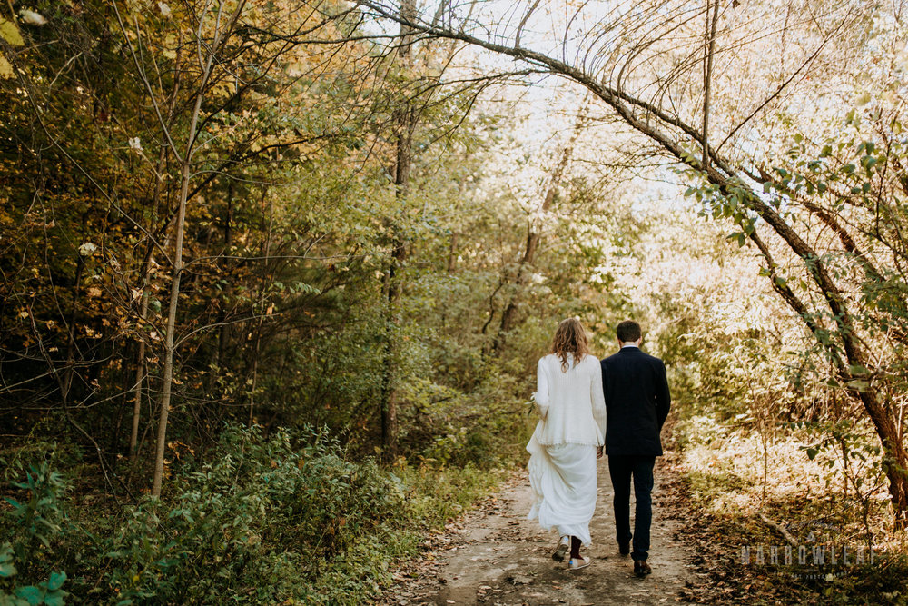 Perrot-State-Park-Baraboo-Wisconsin-Fall-adventure-hiking-Elopement-Narrowleaf_Love_and_Adventure_Photography-0018.jpg
