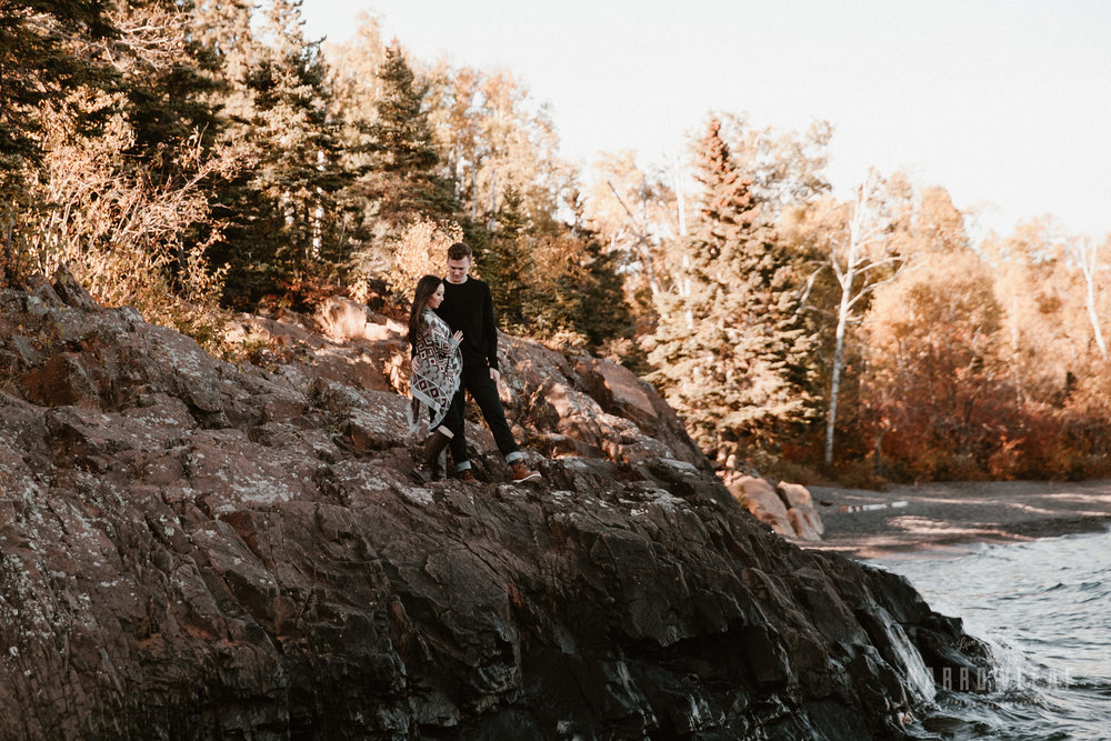 Gooseberry-falls-state-park-minnesota-north-shore-engagement-Narrowleaf_Love_and_Adventure_Photography-2-3.jpg