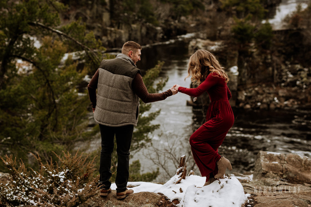 wisconsin-winter-adventure-engagement-interstate-park-bluffs-Narrowleaf_Love_and_Adventure_Photography-1662.jpg