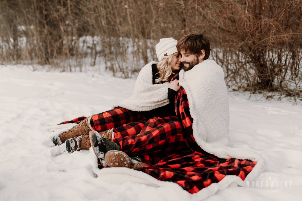 willow-falls-winter-engagement-photos-Narrowleaf_Love_and_Adventure_Photographer-360.jpg