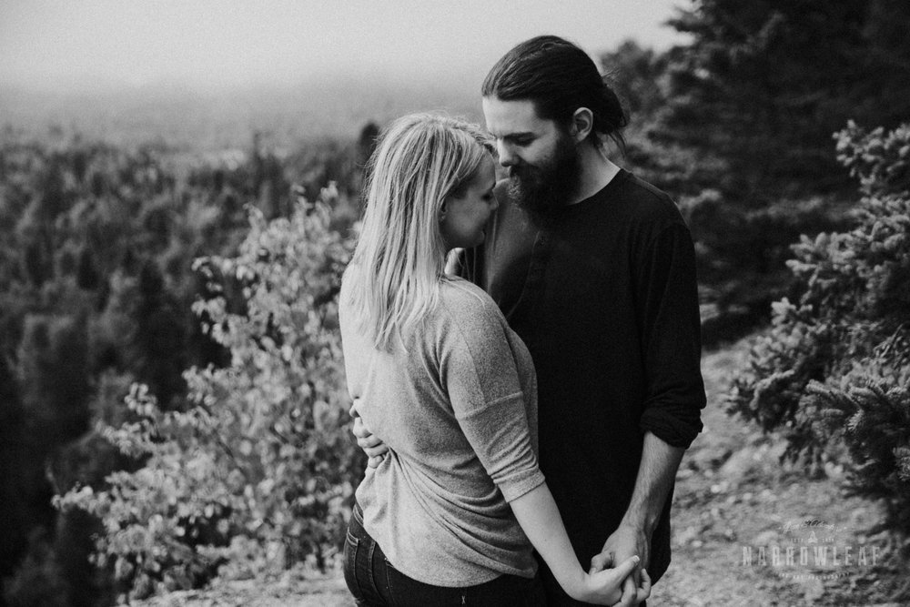 Minnesota-Hiking-Engagement-Photographer-Narrowleaf_Love_and_Adventure_Photography-Tettegouche-State-Park-7581.jpg