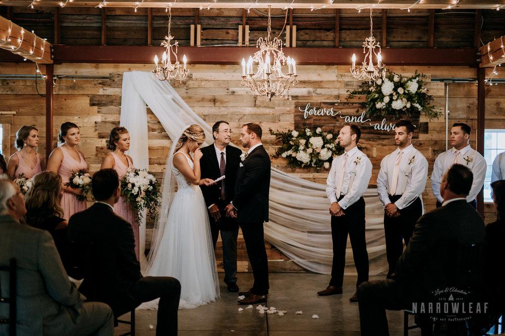 John-P-Furber-Farm-Minnesota-wedding-photographer-Narrowleaf_Love_and_Adventure_Photography-8039.jpg