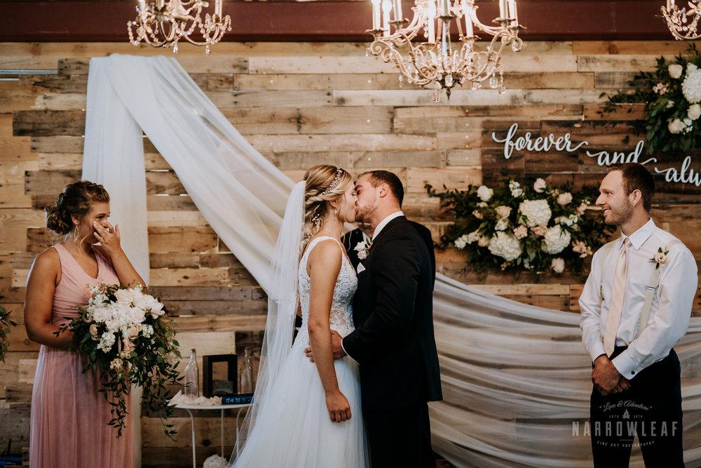 John-P-Furber-Farm-Minnesota-wedding-photographer-Narrowleaf_Love_and_Adventure_Photography-8180.jpg