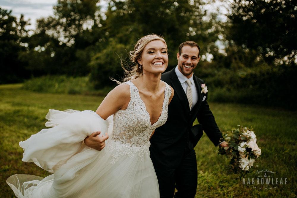 John-P-Furber-Farm-Minnesota-wedding-photographer-Narrowleaf_Love_and_Adventure_Photography-8812.jpg